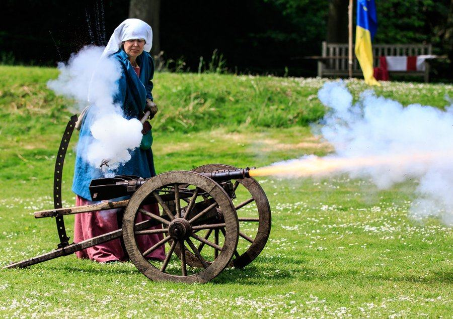canon fired at Arundel Castle Siege event 2016