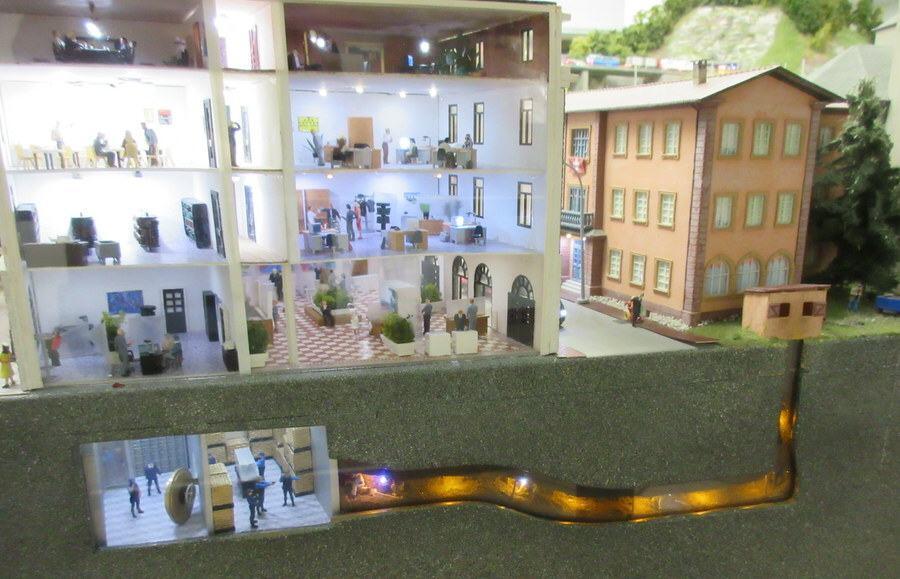 Miniatur Wunderland tunneling bank robber