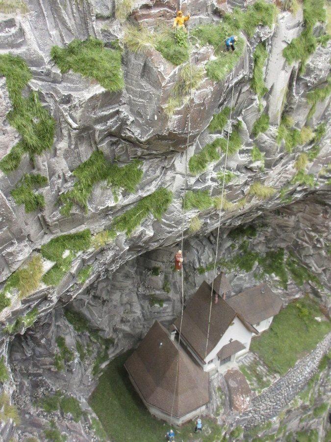 Miniatur Wunderland dangling monk