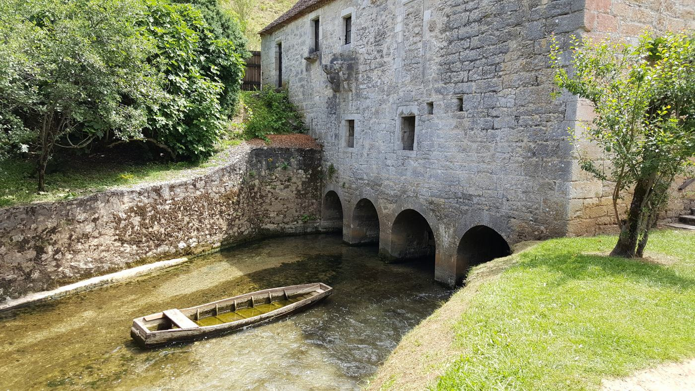 An old boat in the mill race at Cougnaguet