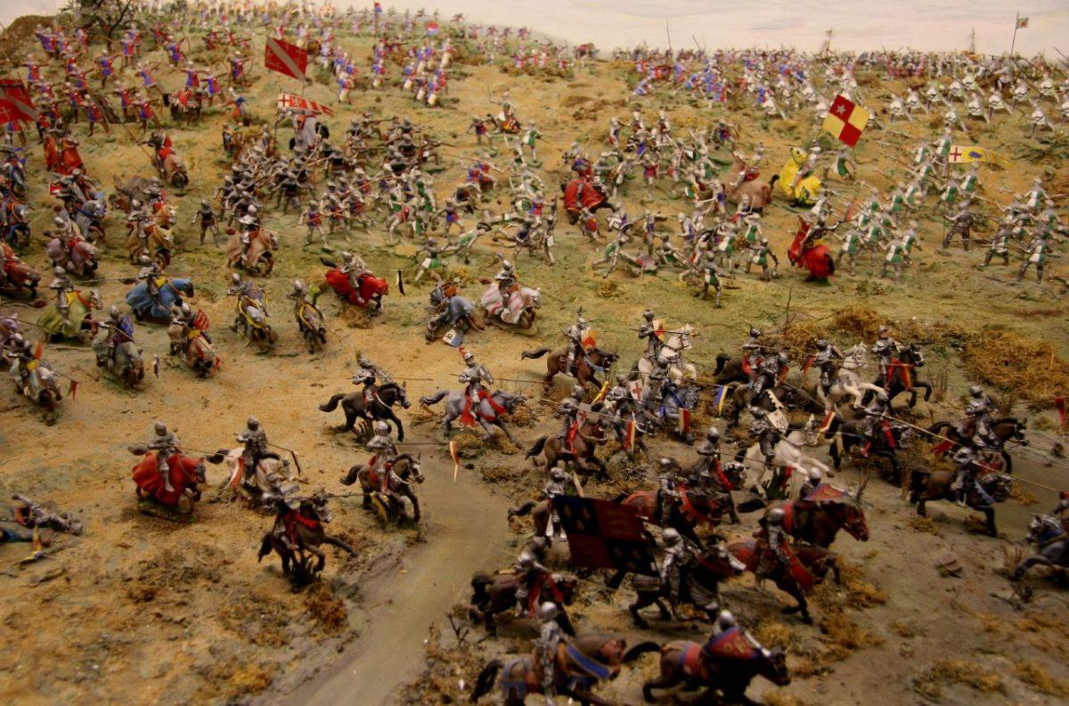 A model of armies - armoured knights, footmen & archers - fighting at Bosworth