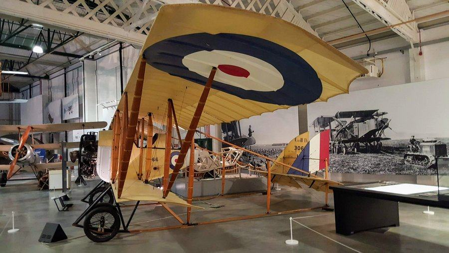 Box-like biplane with a short lower wing, large upper wing and no fuselage, just a cockpit and the tail section held on spars from the wings.