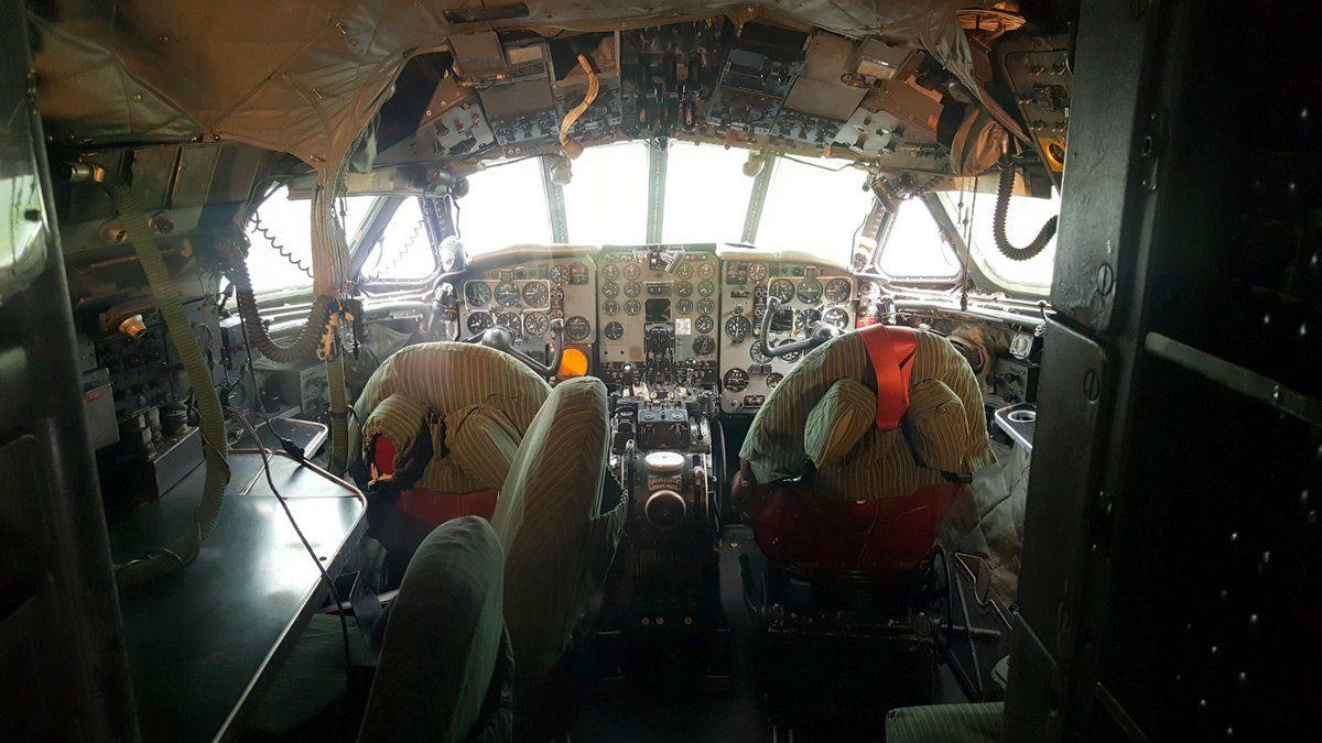 Comet 4c cockpit