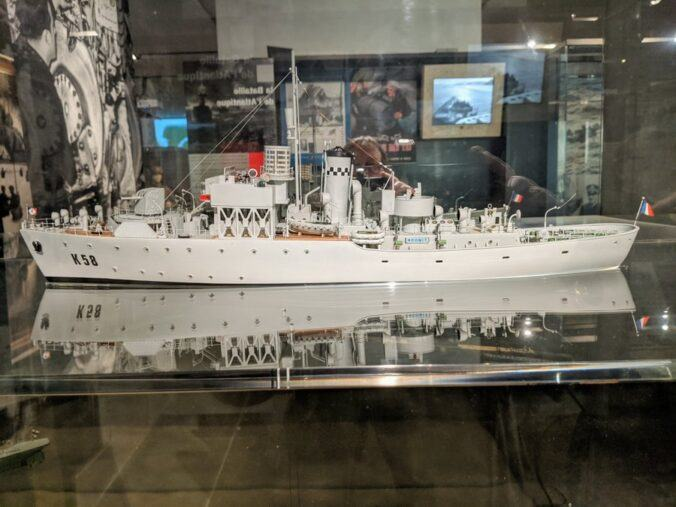 Model of a grey painted escort ship