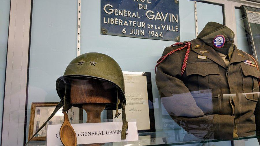Battledress tunic and 2-star helmet