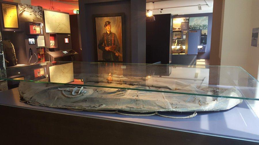 Cabinet display of deflated raft