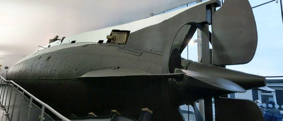 Black and grey hull with propeller and hydroplanes in the foreground