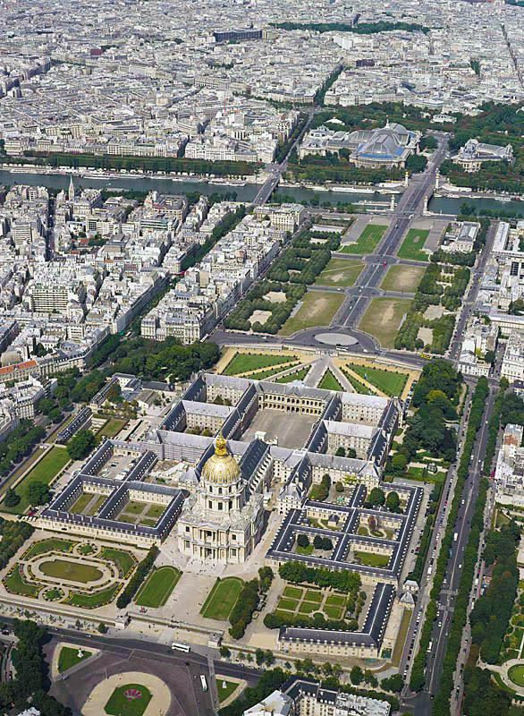 Aerial view of the Hôtel des Invalides and the Esplanade in Paris. In the background, the Seine river with the Alexander III bridge and the Petit and Grand Palais.