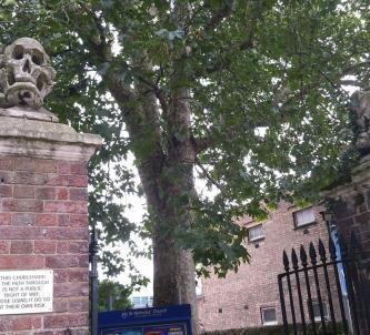 skull & crossed bones carvings on St. Nicholas church gate posts, Deptford