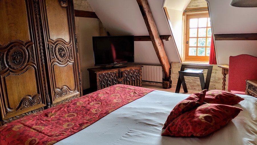 Richly furnished hotel bedroom