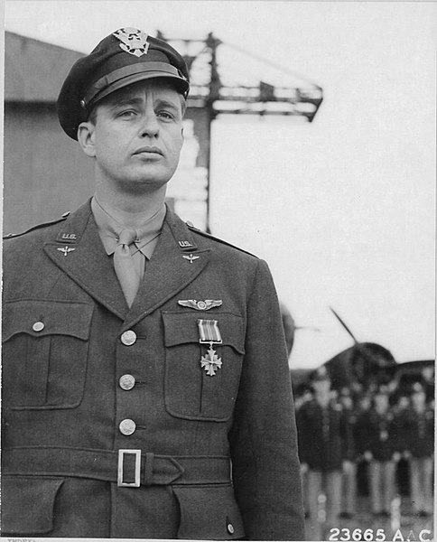 B&W photo of Lt Col Elliott Roosevelt in uniform