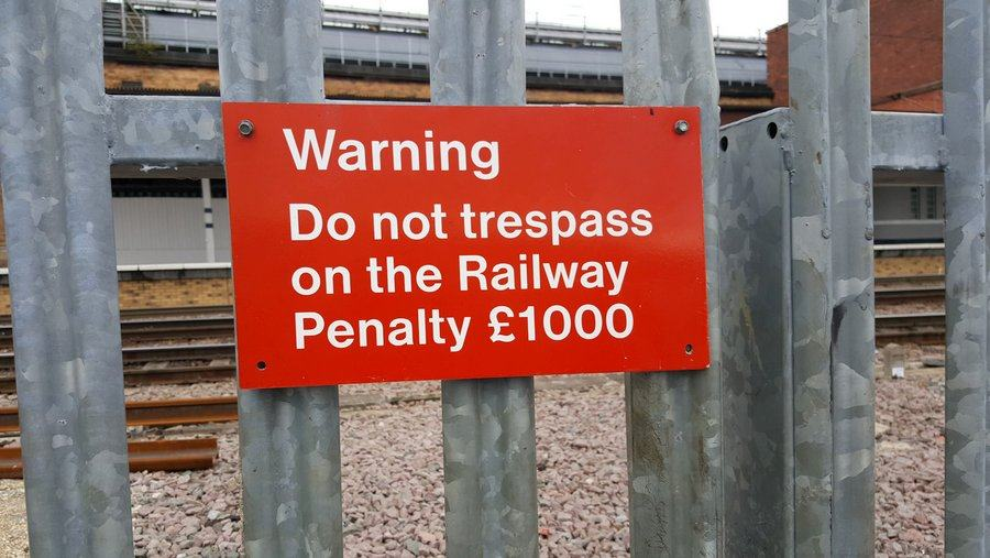 Railway warning sign at York Station. £1,000 fine for trespass