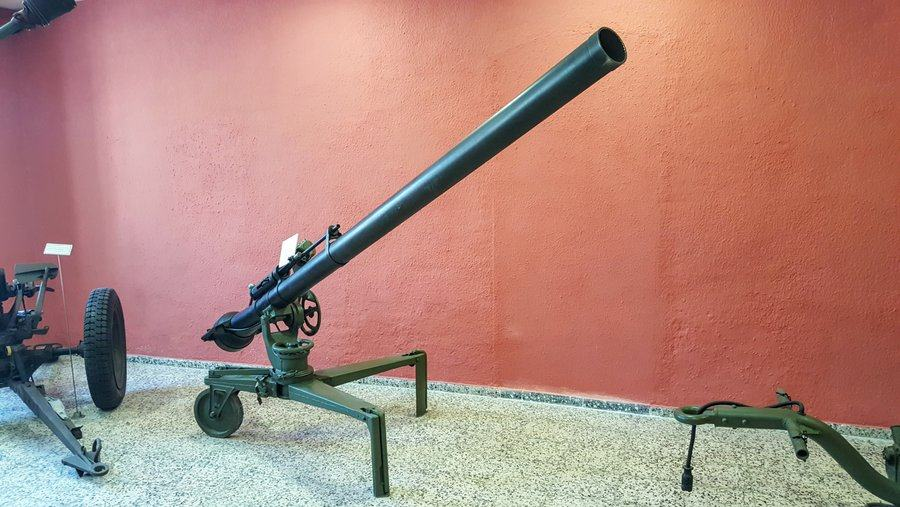 Recoil-less 106mm cannon