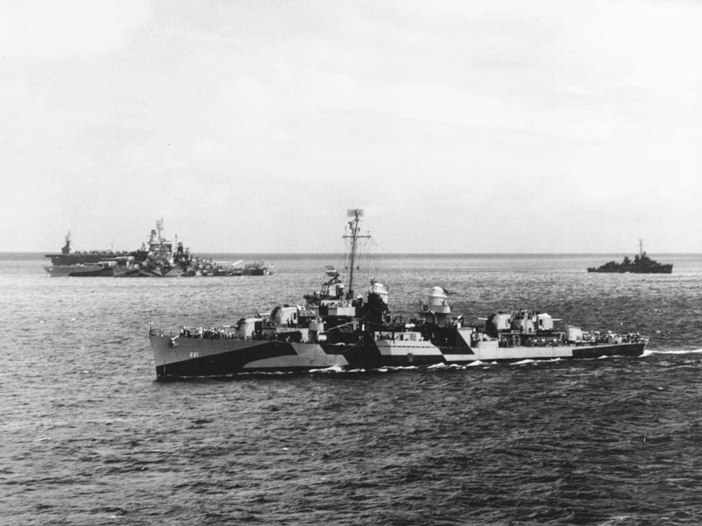 US Navy WW2 destroyer underway with other ships