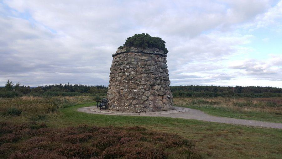 Culloden cairn monument